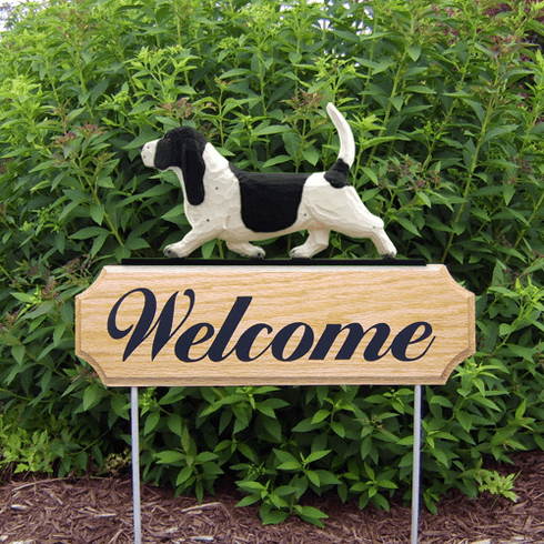 Basset Hound DIG Welcome Stake-Black/White