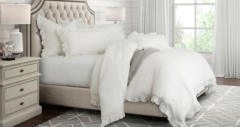 Luxury Bedding Sets, HiEnd Accents Bedding, Michael Amini Bedding, Art of Home