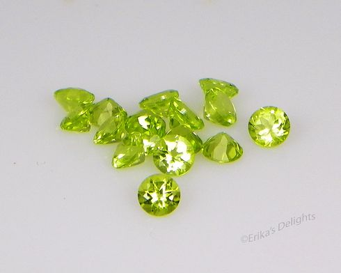 4mm Round Lively Green Natural Peridot .28cts VVS