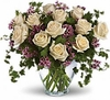 One dozen cr�me roses
