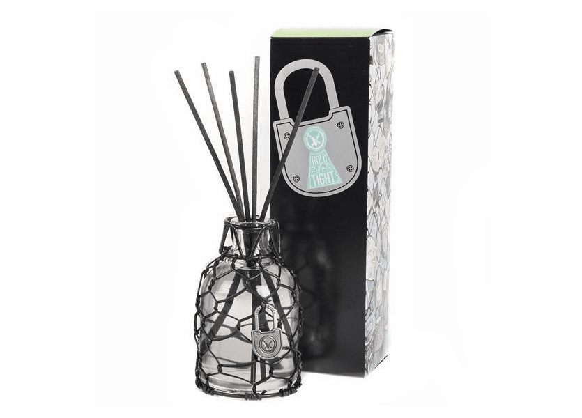 _DISCONTINUED - Hold Me Tight Lock Your Love Reed Diffuser Votivo Candle