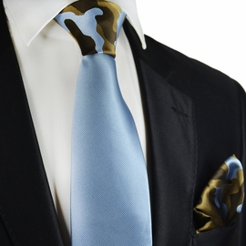 Sky Blue Contrats Knot Tie and Pocket Square by Paul Malone