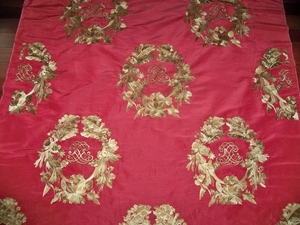 LEE JOFA MULBERRY TRINITY SILK EMBROIDERED MEDALLIONS FABRIC 3.75 YDS RED GOLD