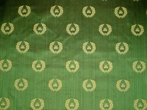 DESIGNER NEOCLASSICAL BEE SILK STRIE DAMASK FABRIC EMERALD GREEN GOLD OPAL 11 YARDS