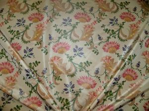 LEE JOFA KRAVET COUTURE LA REINA PRINTED SILK TAFFETA FABRIC 10 YARDS ROSE MULTI