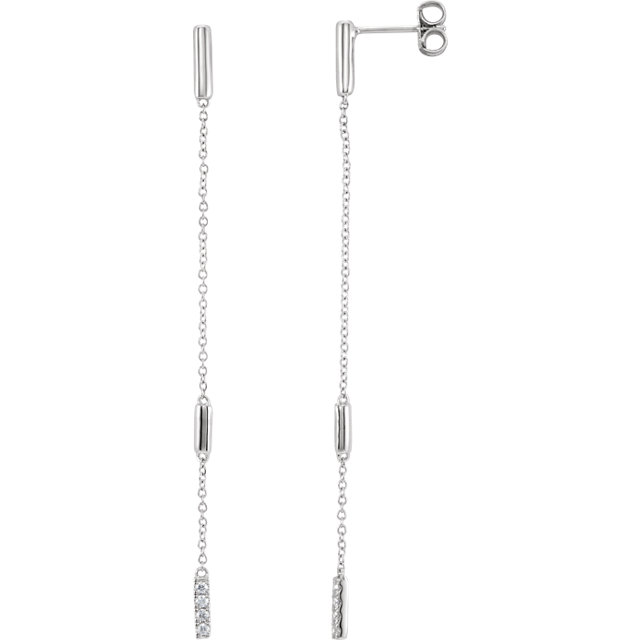 Must See 14 Karat White Gold 0.10 Carat Total Weight Diamond Chain Earrings