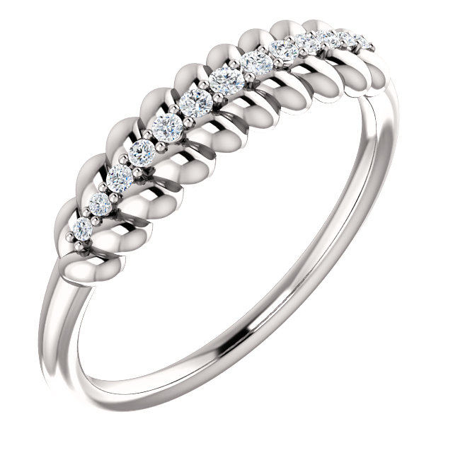 Quality 14 KT White Gold 0.10 Carat TW Diamond  Rope Ring