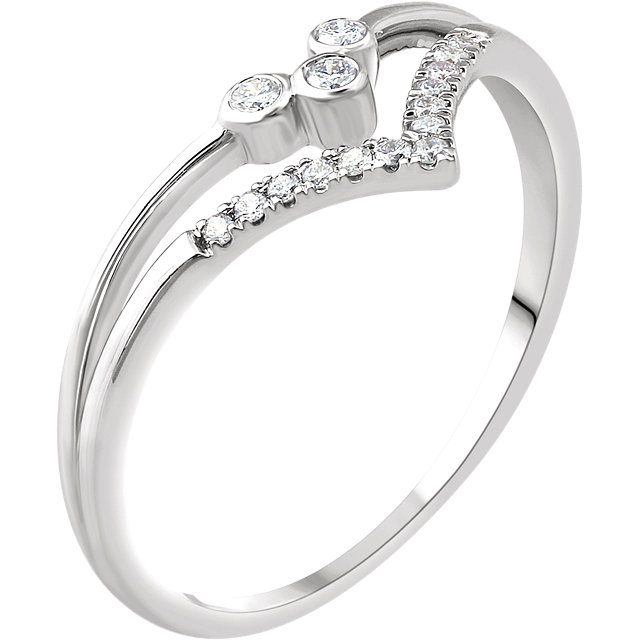 Must See 14 KT White Gold 0.10 Carat TW Diamond