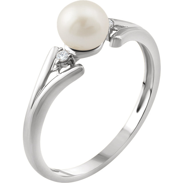 Fine Quality 14 Karat White Gold Freshwater Cultured Pearl & .03 Carat Total Weight Diamond Ring