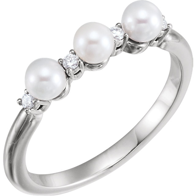 Fine Quality 14 Karat White Gold Freshwater Cultured Pearl & .06 Carat Total Weight Diamond Ring