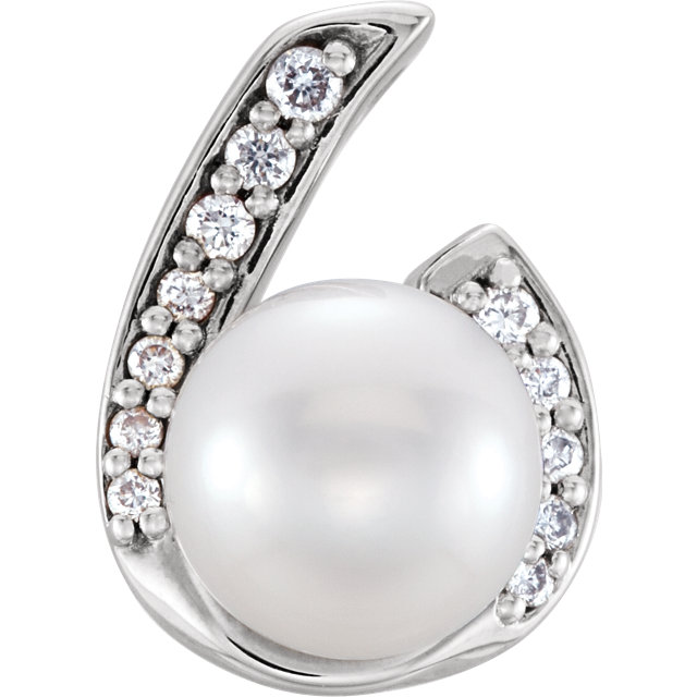 Easy Gift in 14 Karat White Gold Freshwater Cultured Pearl & .07 Carat Total Weight Diamond Pendant