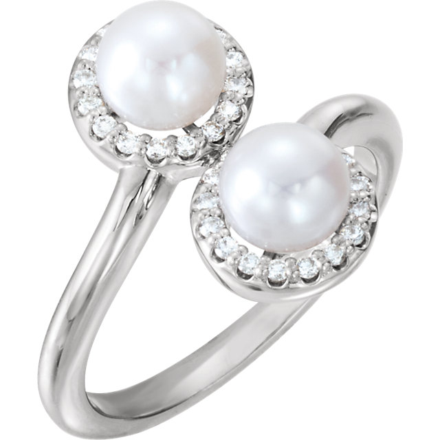 Contemporary 14 Karat White Gold Freshwater Cultured Pearl & 0.17 Carat Total Weight Diamond Ring
