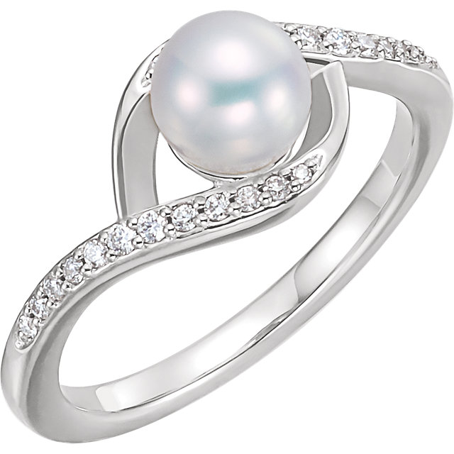 Quality 14 KT White Gold Freshwater Cultured Pearl & 0.12 Carat TW Diamond Ring