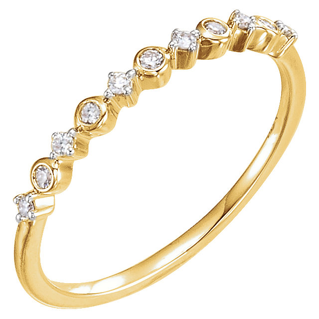Appealing Jewelry in 14 Karat Yellow Gold 0.10 Carat Total Weight Diamond Ring