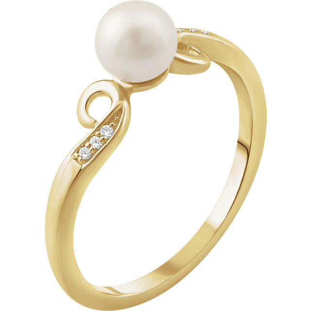 Contemporary 14 Karat Yellow Gold Freshwater Cultured Pearl & .02 Carat Total Weight Diamond Ring