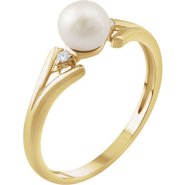 Fine Quality 14 Karat Yellow Gold Freshwater Cultured Pearl & .03 Carat Total Weight Diamond Ring