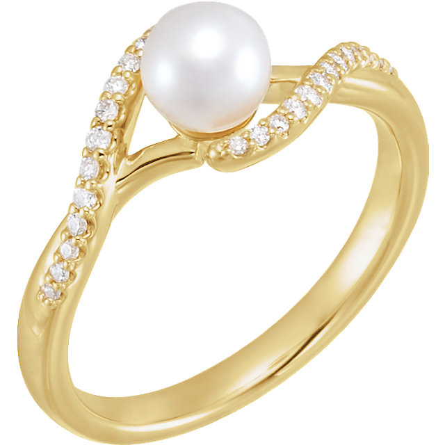 Great Gift in 14 Karat Yellow Gold Freshwater Cultured Pearl & 0.10 Carat Total Weight Diamond Ring