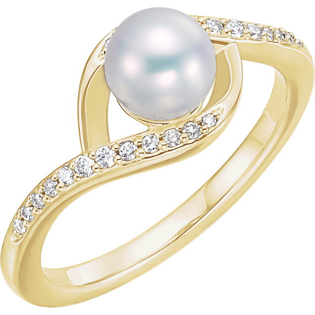 Great Deal in 14 Karat Yellow Gold Freshwater Cultured Pearl & 0.12 Carat Total Weight Diamond Ring