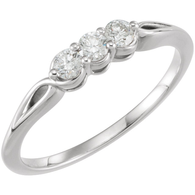 Quality 14 KT White Gold 0.25 Carat TW Diamond Three-Stone Ring