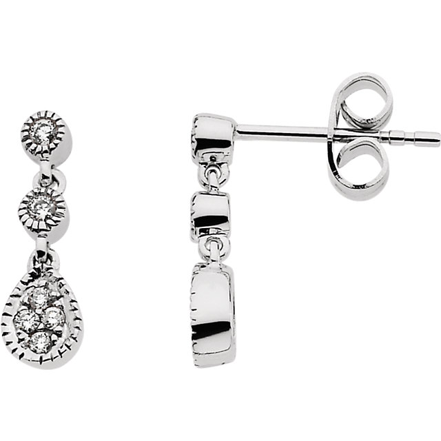 Gorgeous 14 Karat White Gold 0.12 Carat Total Weight Diamond Link Earrings