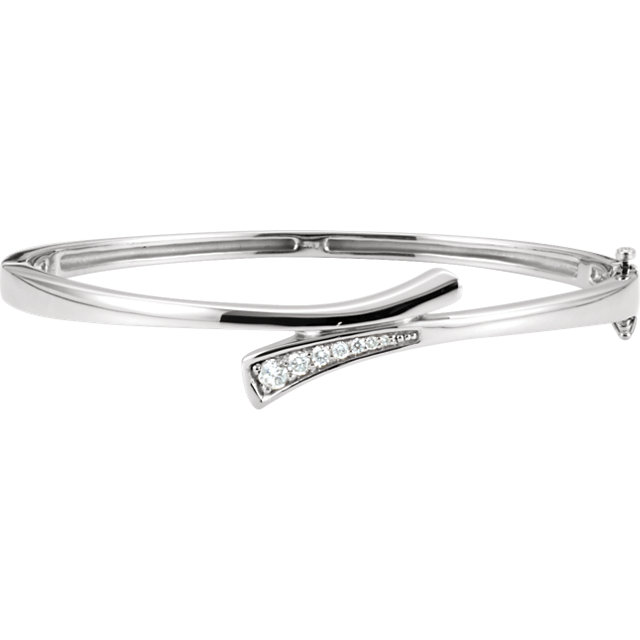 Stylish 14 Karat White Gold 1/4 Carat Total Weight Round Genuine Diamond Bangle Bracelet