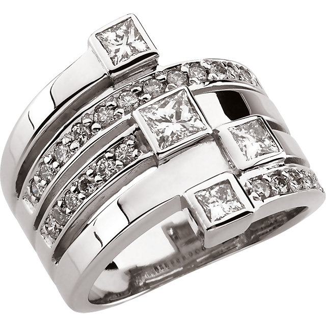 Great Deal in 14 Karat White Gold 1 0.33 Carat Total Weight Diamond Right Hand Ring
