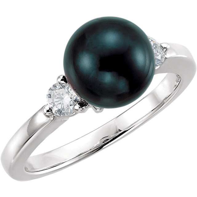 Gorgeous 14 Karat White Gold Akoya Cultured Pearl & 0.25 Carat Total Weight Diamond Ring