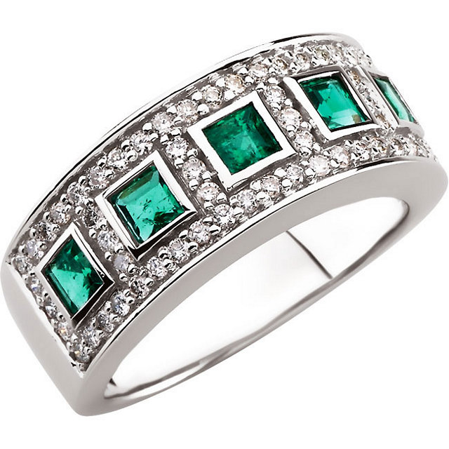 Perfect Gift Idea in 14 Karat White Gold Emerald & 0.40 Carat Total Weight Diamond Ring