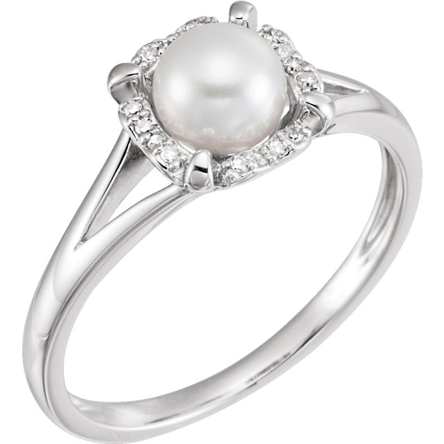 Great Gift in 14 Karat White Gold Freshwater Cultured Pearl & .05 Carat Total Weight Diamond Ring