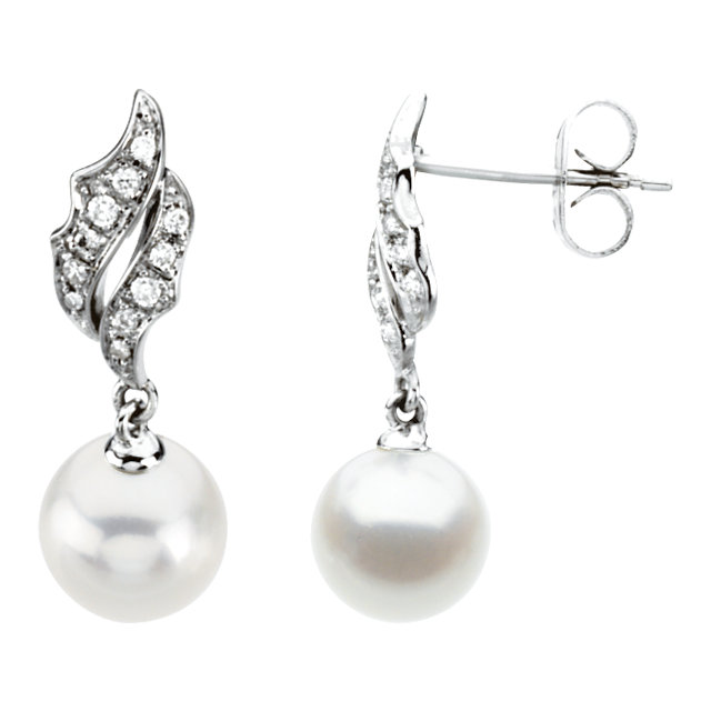 Great Gift in 14 Karat White Gold Freshwater Cultured Pearl & 0.10 Carat Total Weight Diamond Earrings