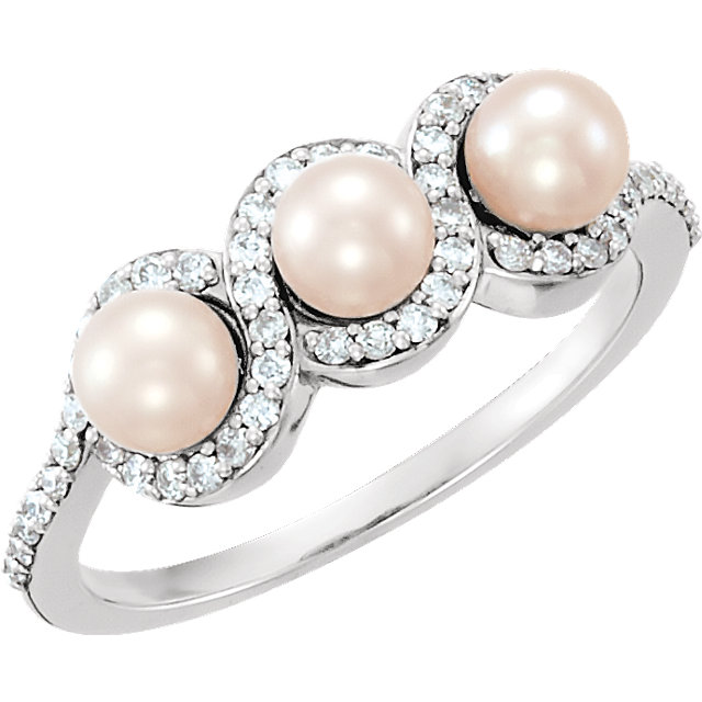 Genuine 14 KT White Gold Freshwater Cultured Pearl & 0.25 Carat TW Diamond Ring