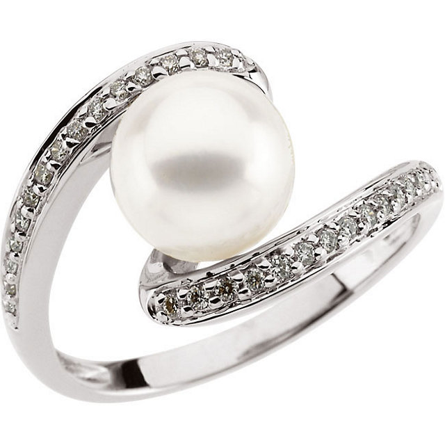 14KT White Gold Freshwater Pearl & 1/6 Carat Total Weight Diamond Ring Size 4.75