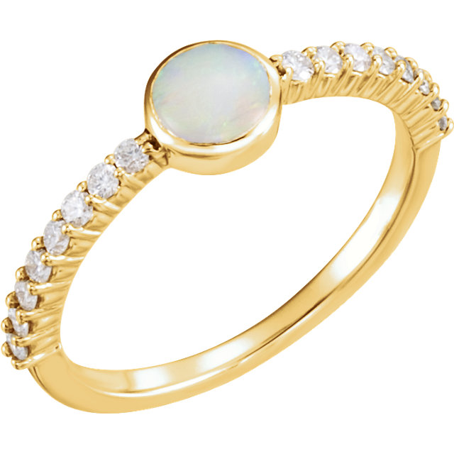 Very Nice 14 Karat Yellow Gold Opal & 0.25 Carat Total Weight Diamond Ring