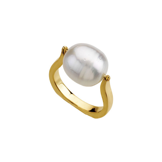 Chic 14 Karat Yellow Gold South Sea Cultured Pearl Pearl Ring