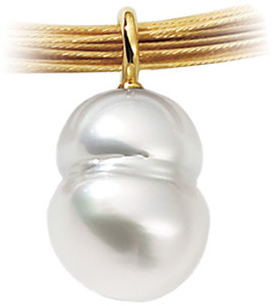18 KT Yellow South Sea Cultured Pearl Pendant