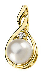 Alluring Cultured Pearl & Diamond Pendant in 14 karat Yellow Gold with FREE Gold Chain