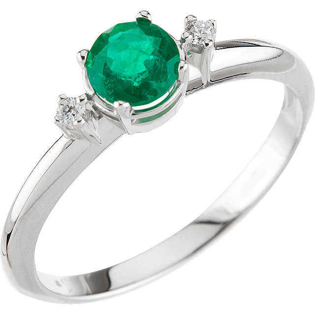 Must See Genuine Emerald & Diamond Ring