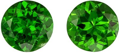 Perfect Pair of Stunning Green Tsavorites in Round Cut, 0.95 carats, 4.9 mm