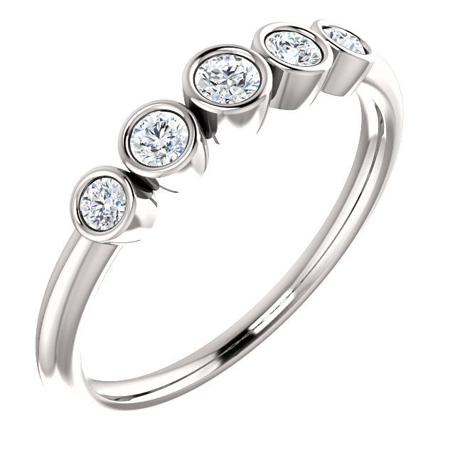 Appealing Jewelry in Platinum 0.25 Carat Total Weight Diamond Graduated Bezel-Set Ring