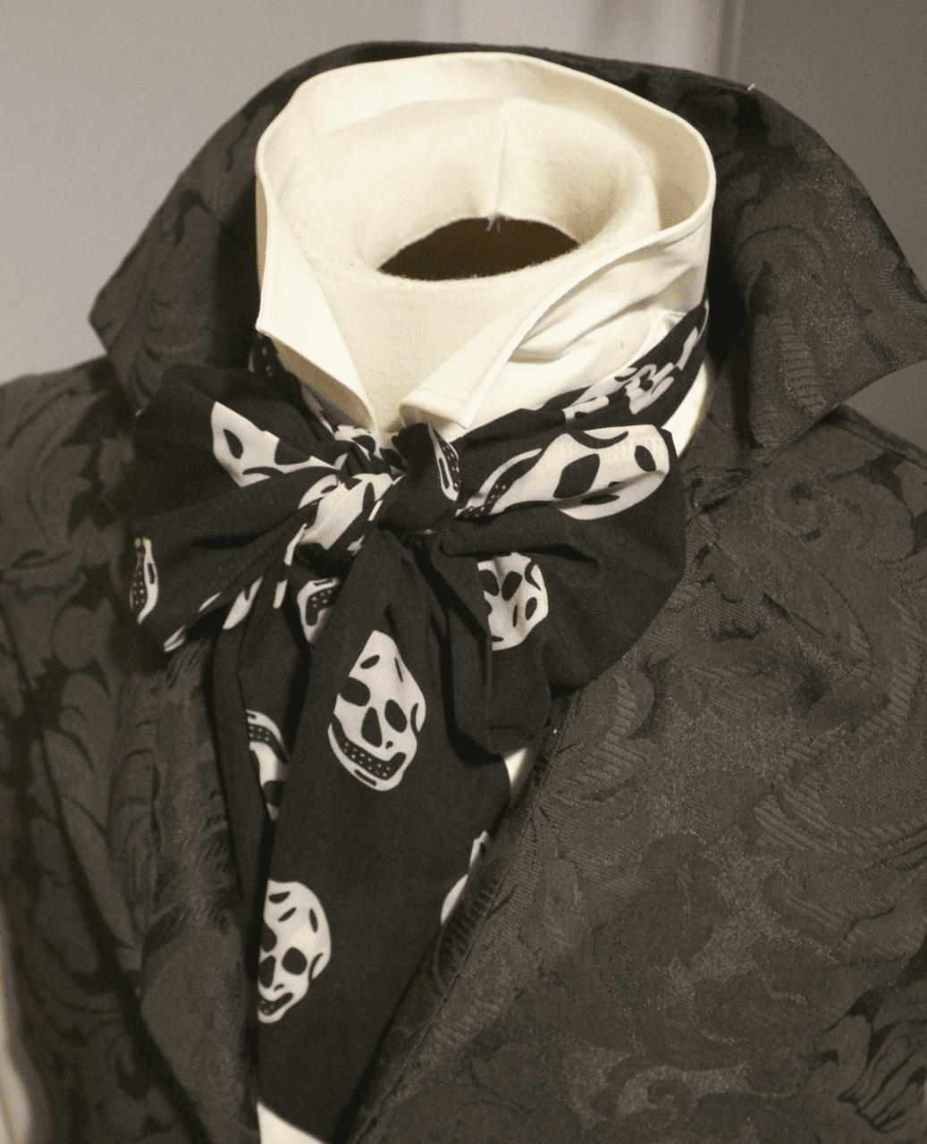 58 inches Long - REGENCY Victorian Style Ascot Tie Cravat Silk/Cotton � Black and white skull pattern - 6 inch width
