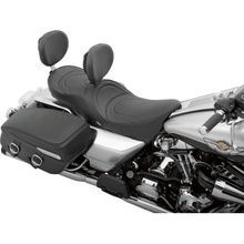 LOW-PROFILE TOURING SEATS WITH EZ GLIDE I BACKREST SYSTEM