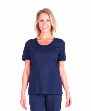 MIX AND MATCH MOISTURE WICKING SCOOP T-SHIRT