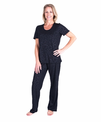 MOISTURE WICKING SCOOP NECK PAJAMA SET - EMBOSSED PRINT