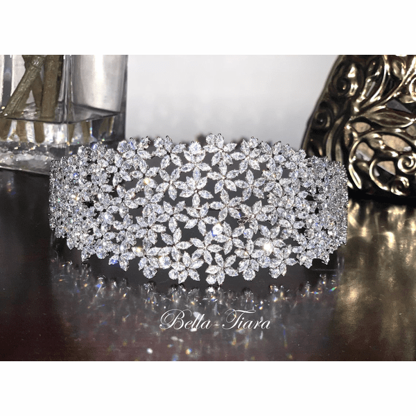 <h4>Christine - Exquisite Crystal headpiece </h4>Free Earrings or Bracelet