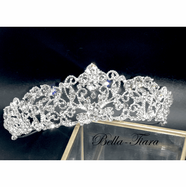 <h4>Doriane - Royal Swarovski crystal wedding tiara</h4>Free Earrings or Bracelet