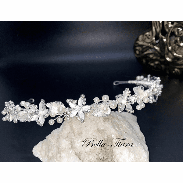 <h4>Mary - Romantic pearl and floral headband</h4>Free Earrings or Bracelet