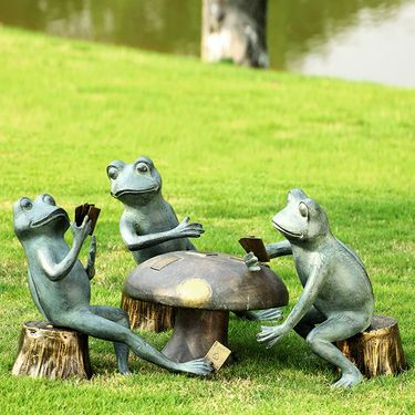 Card Cheat Frogs Garden Sculpture - Click to enlarge