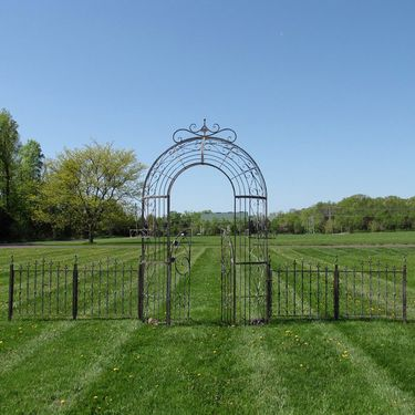 Garden Gate Archway w/Fences - Click to enlarge