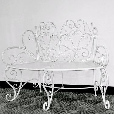 Stacey's Curved White Garden Bench - Click to enlarge