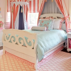 Bungalow Scroll Bed